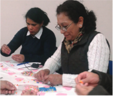Un taller de manualidades para la tercera edad